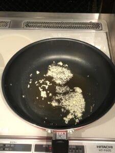 How to make Jiyuken Curry: Garlic