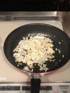 How to make Jiyuken Curry: Frying
