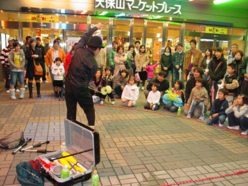 street-performer-at-Tempozan-Market-Place
