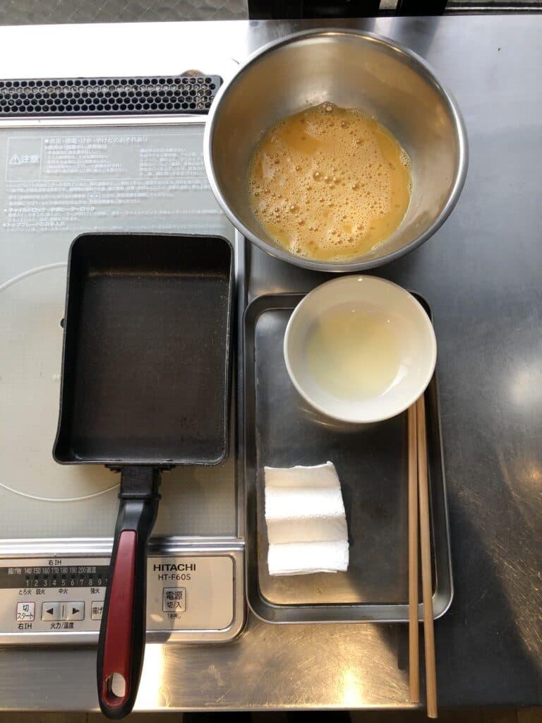 How to Make Hakozushi: tamagoyaki