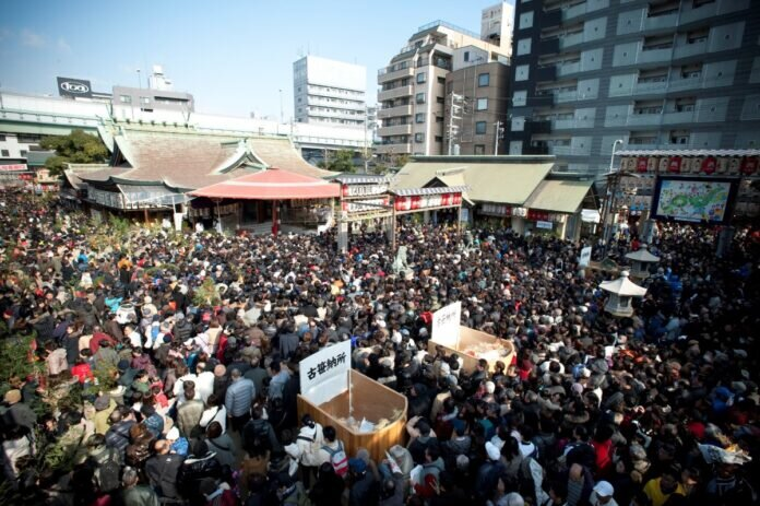 Crowds at Imamiya Ebisu Shrine. Source: Osaka Tourism & Convention Bureau https://osaka-info.jp/page/imamiyaebisujinja-tokaebisu
